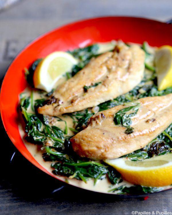 Chuletas de pollo con espinacas, ajo y limón