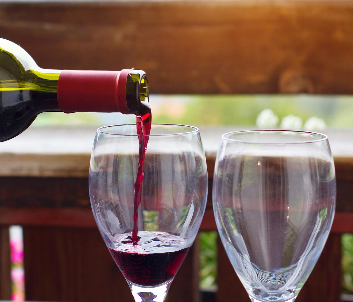 Vino tinto español © Song_about_summer.  Shutterstock